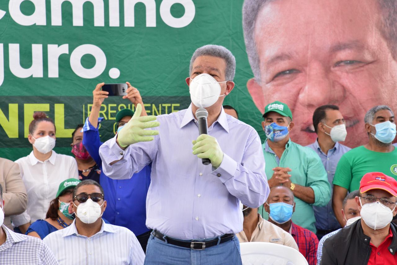 Leonel reitera su posición a favor de la entrega de una parte de los fondos de pensiones a los trabajadores