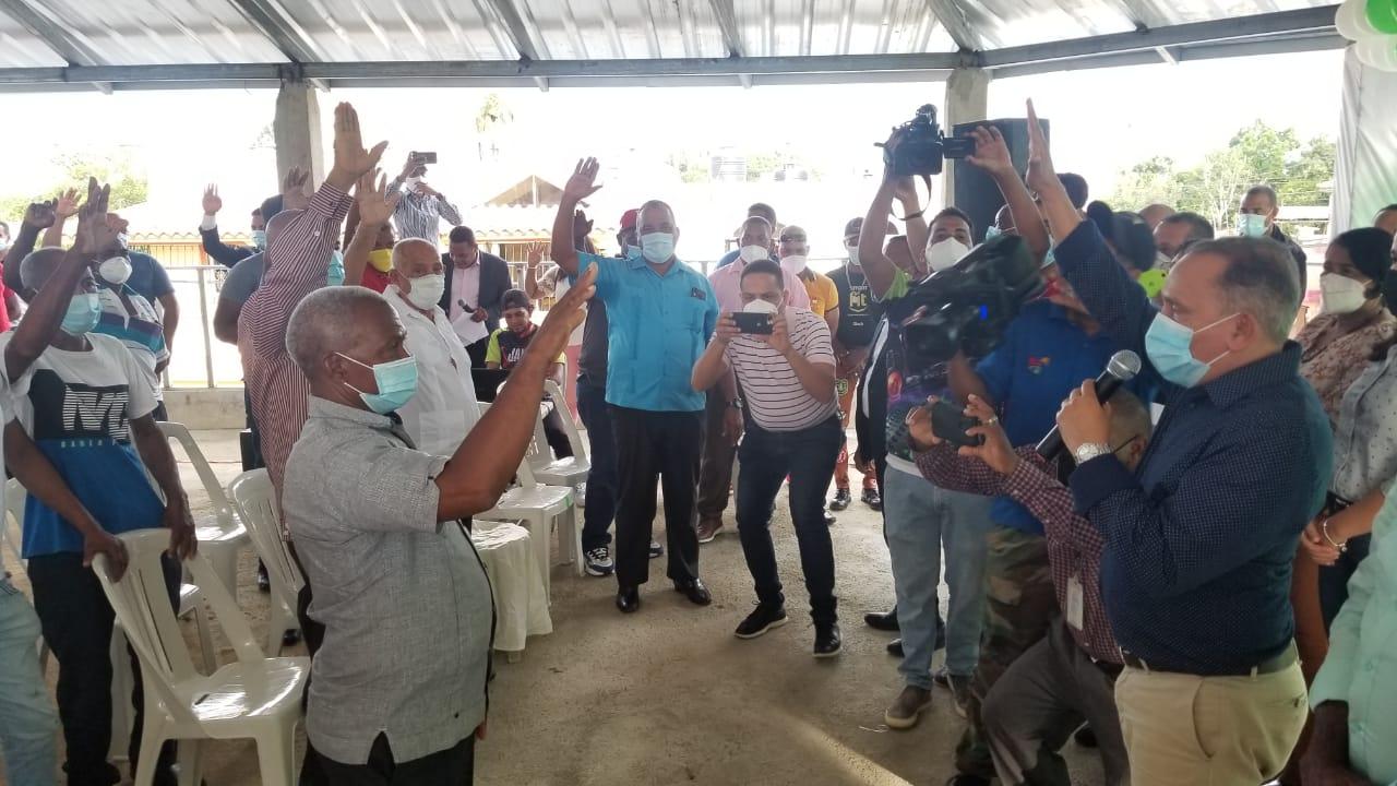 Alcalde de Cevicos en Sánchez Ramírez y su estructura política renuncian del PLD y pasan a la Fuerza del Pueblo