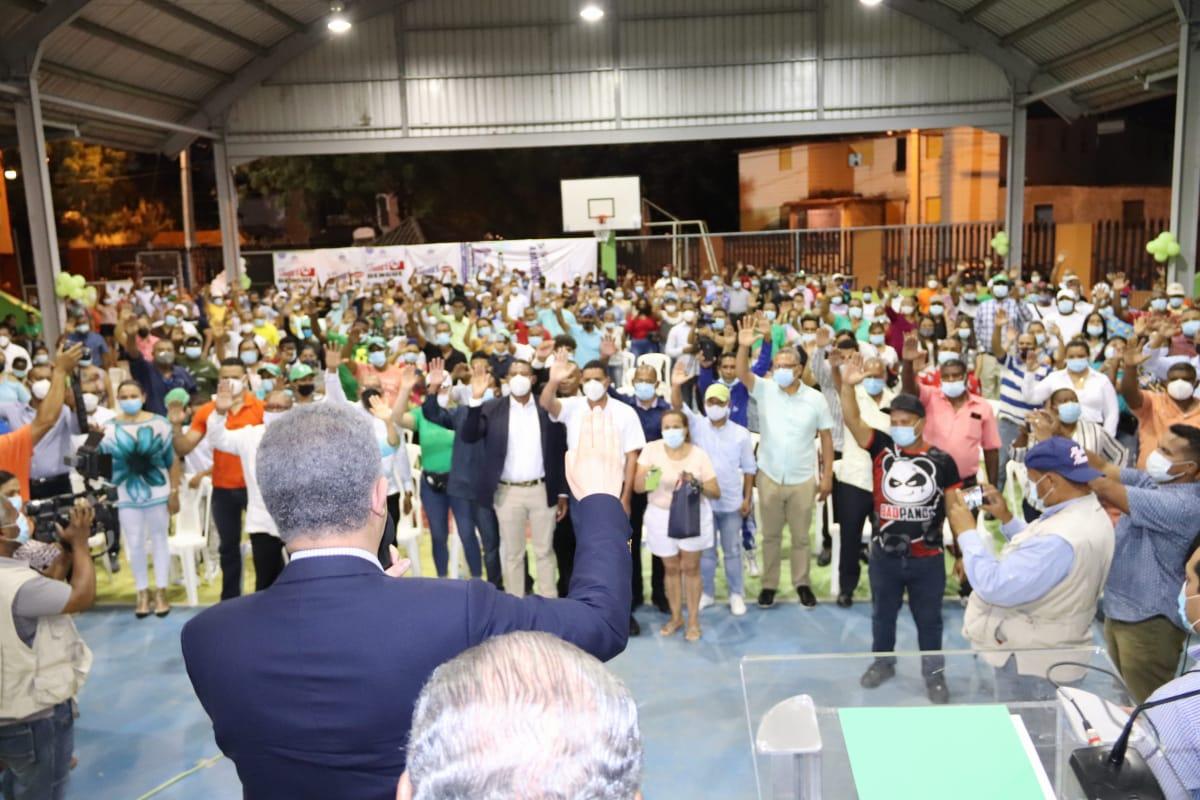 Juramentaciones de miles de dirigentes es el resultado de segundo día de Leonel en Santiago